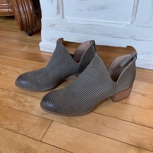 Sofft Leather Ankle Booties